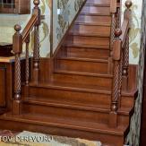 Лестница из бука с фрезерованными столбами