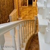 Белая лестница из ясеня. Вид сверху