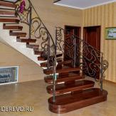 Винтовая лестница. Художественная ковка, дерево