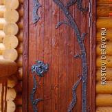 Дверь входная в срубе