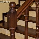 Отделка лестницы из бетона деревом и плиткой