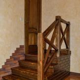 """Деревянная лестница в стиле """"кантри"""""""