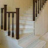 Лестница на бетоне. Белая эмаль,патина