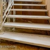 Лестница комбинированная на больцах. Дерево, металл