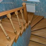 Лестница из бука на бетонном основании