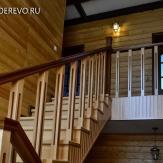 Лестница в деревянном доме из бука