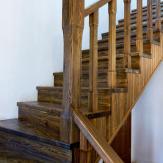 Лестница в деревенском стиле. Сосна,браширование