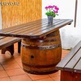 Импровизированный стол и лавки. Сосна, дуб