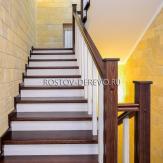 Маршевая лестница с площадкой. Ясень