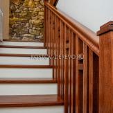 Отделка лестницы из металла. Ясень