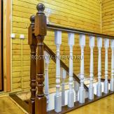 Лестничное ограждение из бука в деревянном доме