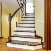 Лестница из бука с фрезерованными балясинами