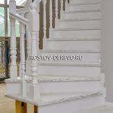 Лестница из массива ясеня. Белая эмаль, патина
