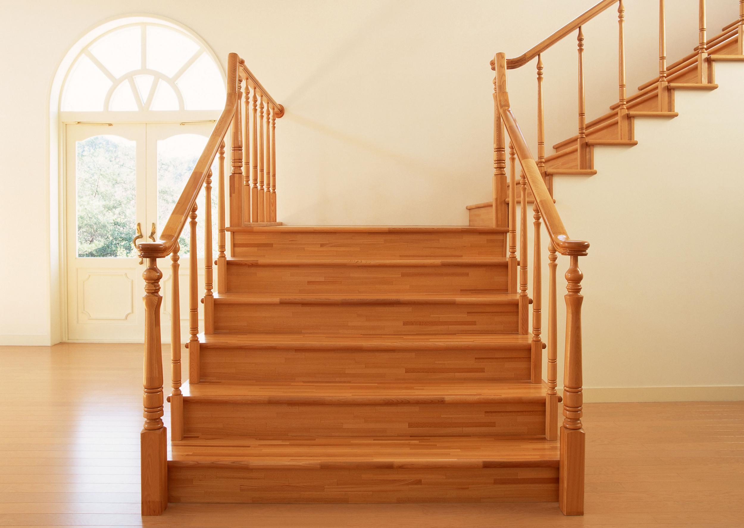 Картинки по запросу деревянная лестница фото