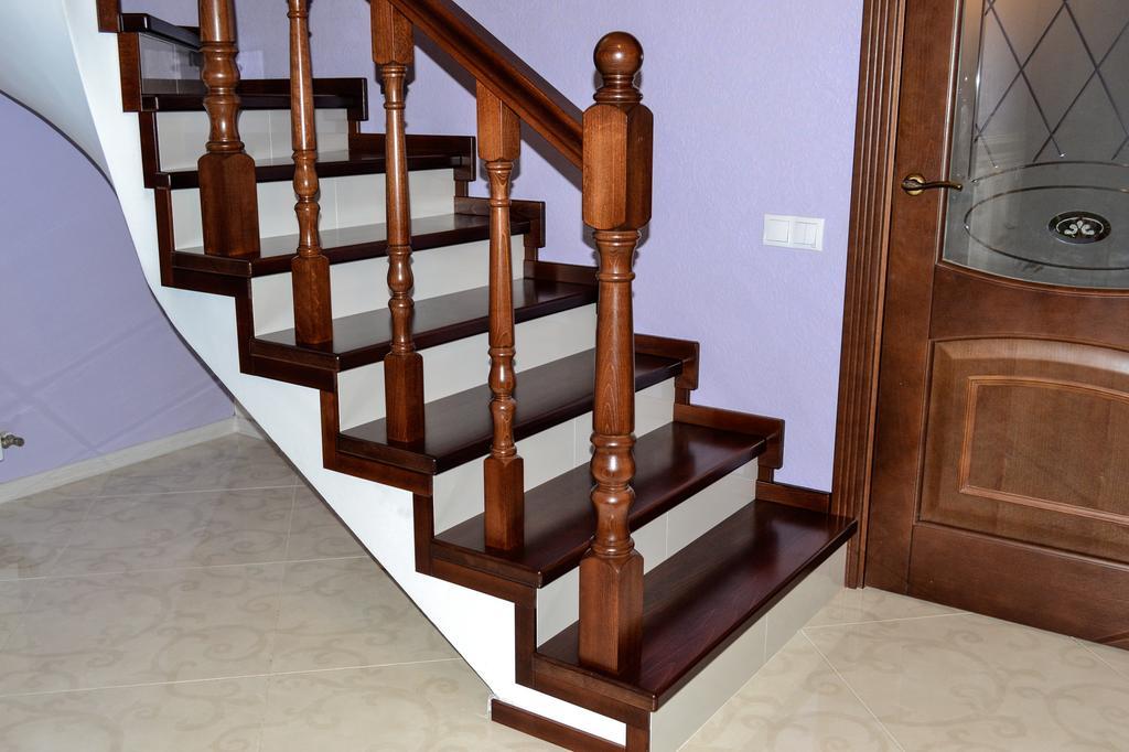 отделка ступеней лестницы деревом